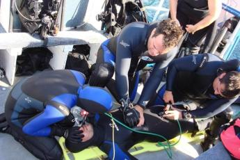 Rescue Diver students try to revive an unconscious diver (courtesy of Eco Dive Center)