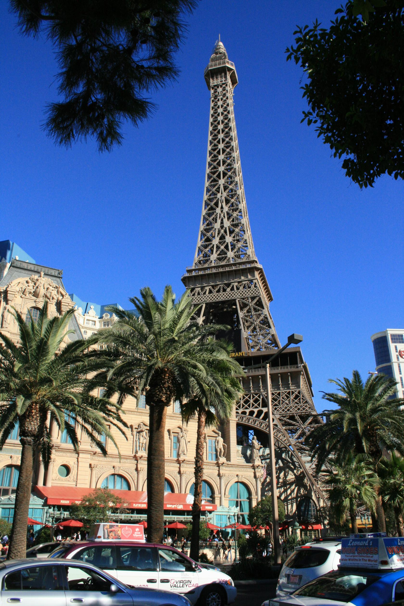 las vegas nevada photo a fake eiffel tower in front of palm trees