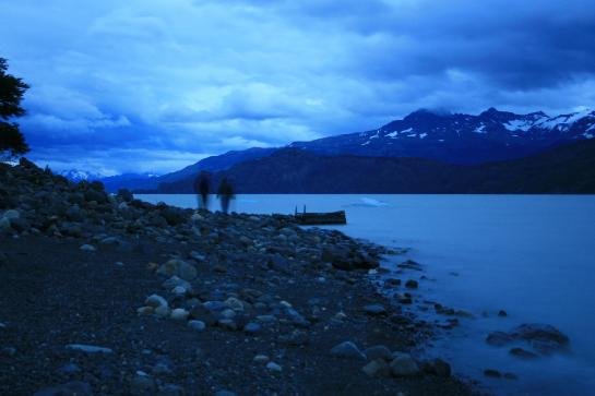 Hank and Brittany walk along the shore of Lago Grey at dusk. (photo by Brian Leukart)