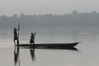 Children paddling a pirogue