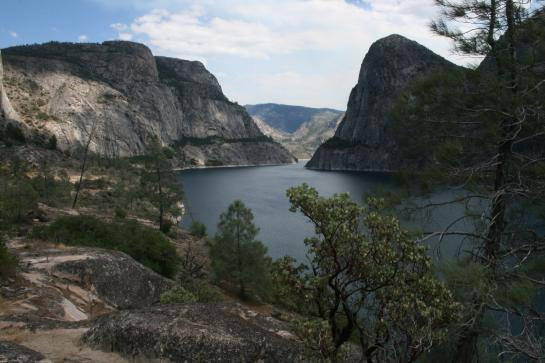 Hetch Hetchy reservoir view with trees, mountains