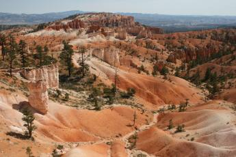 A view from Navajo Loop hiking trail in Bryce Canyon National Park.