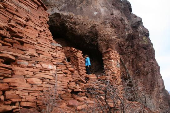 Wendy explores Verde Hohokam cliff dwelling ruins.