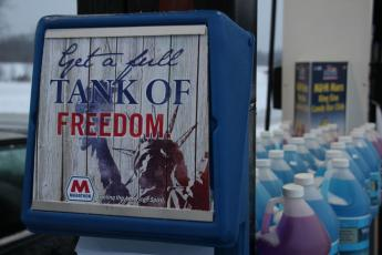 Chicago Marathon Station Get a Full Tank of Freedom sign