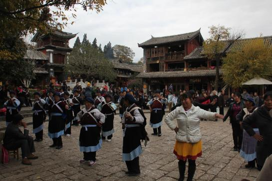 Woman perform taichi in Lìjiāng, China.